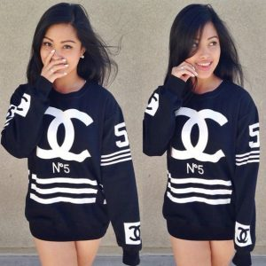 0fsv8e-l-610x610-sweater-bag-clothes+sweater-chanel-chanel+style+jacket-coco+chanel+sweater-coco+channel-celebrity-style-fashion-white+girls-dope-black-black+white-cute-shirt
