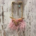 Collar corto flor y plumas rosa