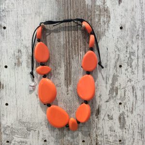 Collar corto ajustable piedras resina